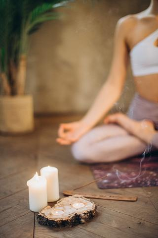 candles-and-incense-for-meditation-3822622_-_small_large